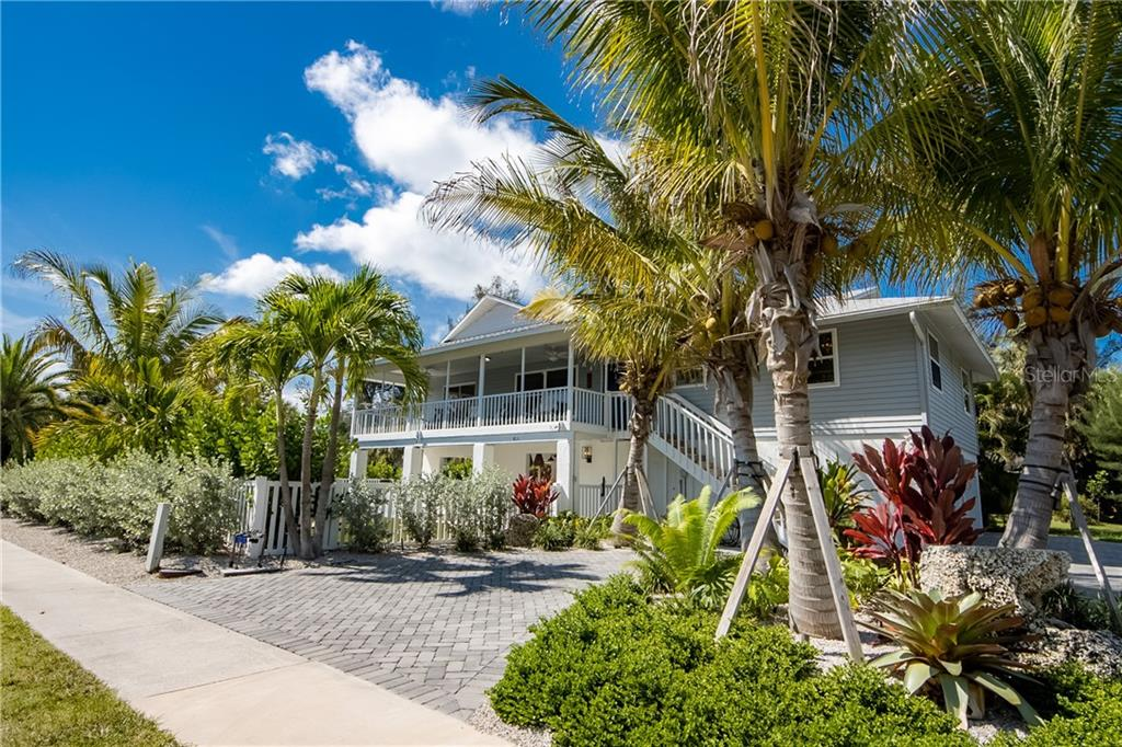 Single Family Home for sale at 813 S Bay Blvd, Anna Maria, FL 34216 - MLS Number is A4470709