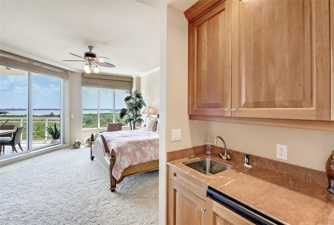 Oversized master bathroom, jacuzzi tub, walk in shower, and dual sinks. - Condo for sale at 1300 Benjamin Franklin Dr #708, Sarasota, FL 34236 - MLS Number is A4471978