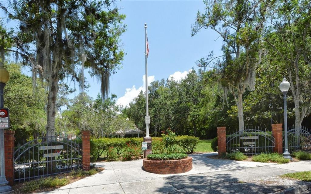 Single Family Home for sale at 1876 Hawkins Ct, Sarasota, FL 34236 - MLS Number is A4480847