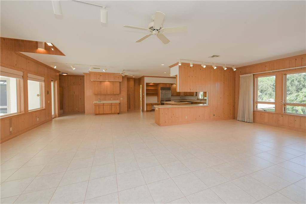 Single Family Home for sale at 1115 Bayshore Dr, Englewood, FL 34223 - MLS Number is A4481161