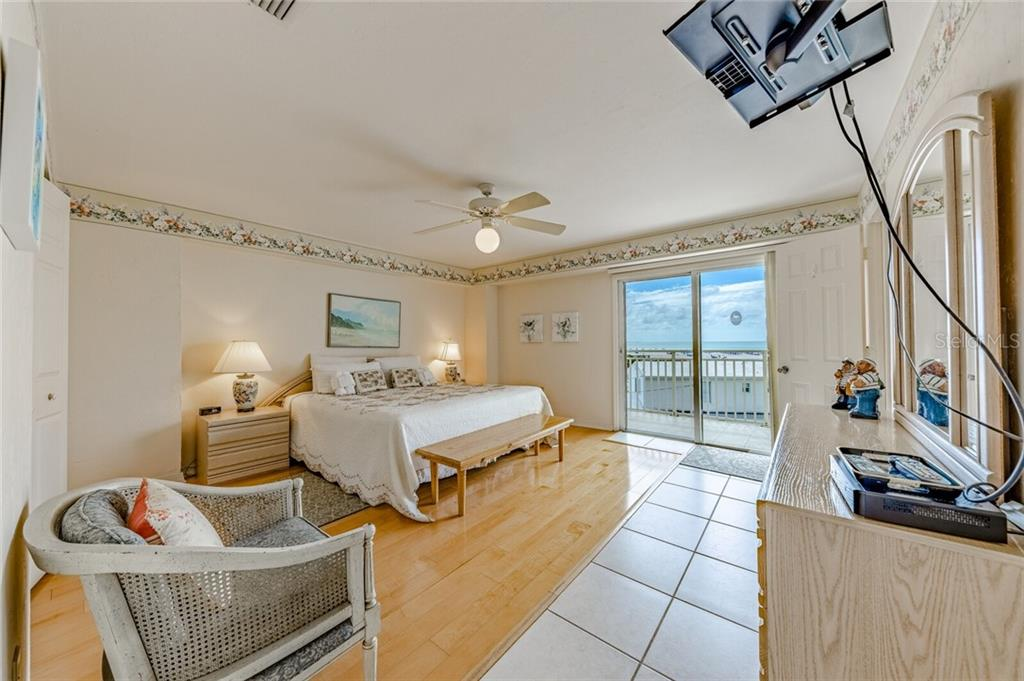 Master Bedroom - Condo for sale at 5830 Midnight Pass Rd #303, Sarasota, FL 34242 - MLS Number is A4481917