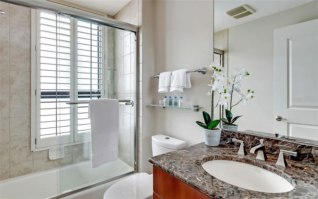 2nd bathroom with tub & shower combination - Condo for sale at 50 Central Ave #16a, Sarasota, FL 34236 - MLS Number is A4482401