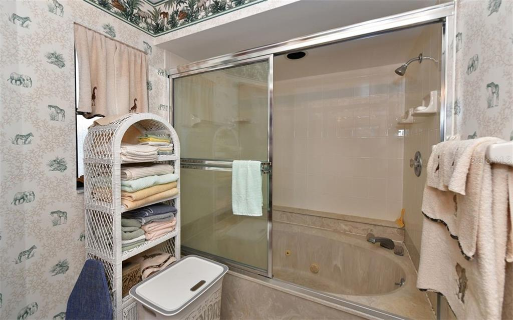 Master bath - Single Family Home for sale at 9219 Bimini Dr, Bradenton, FL 34210 - MLS Number is A4483083