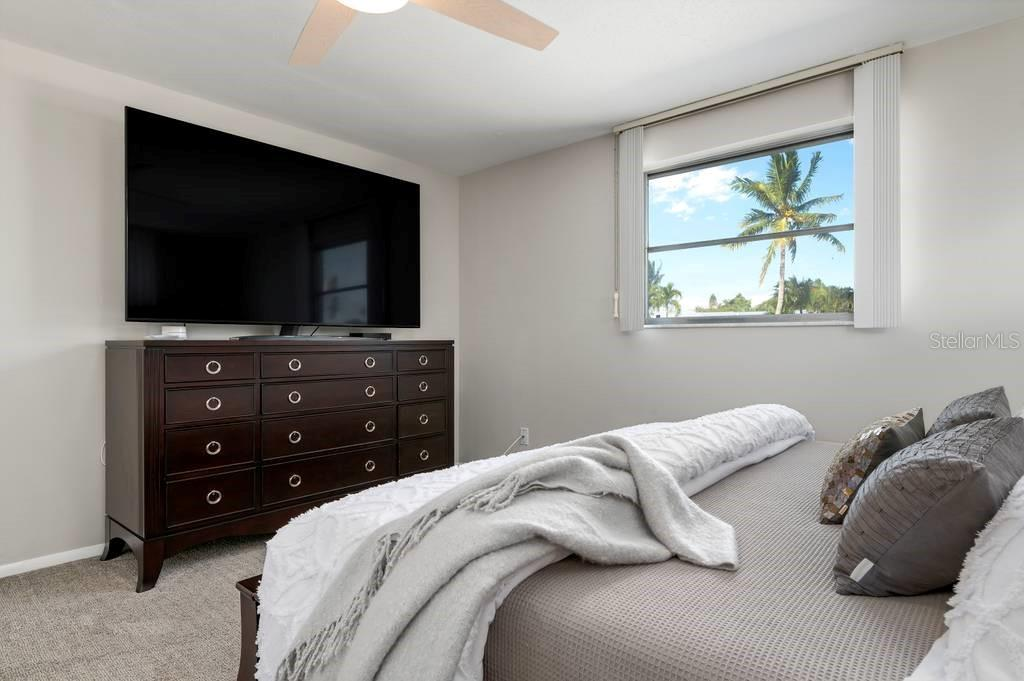 Master bedroom - Single Family Home for sale at 512 68th St, Holmes Beach, FL 34217 - MLS Number is A4484565
