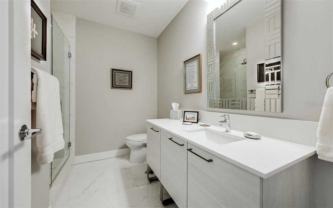 Office/Bedroom - en suite Bathroom - Condo for sale at 1155 N Gulfstream Ave #1802, Sarasota, FL 34236 - MLS Number is A4485046