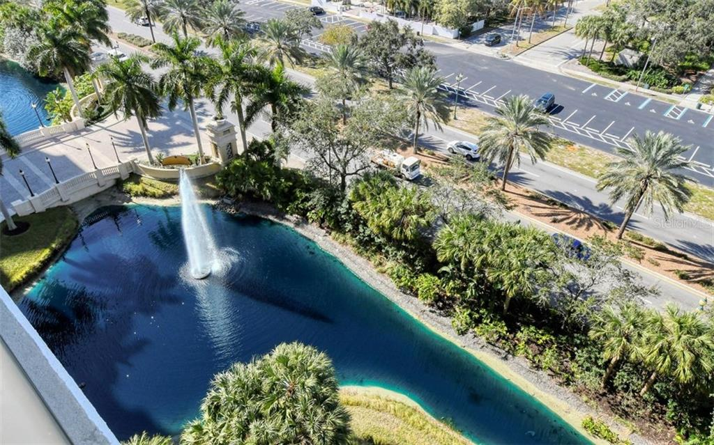 Family room - Condo for sale at 800 N Tamiami Trl #1007, Sarasota, FL 34236 - MLS Number is A4485565