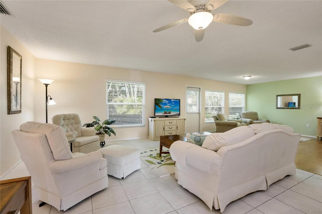 Villa for sale at 4064 Oakhurst Dr #3173, Sarasota, FL 34233 - MLS Number is A4496016