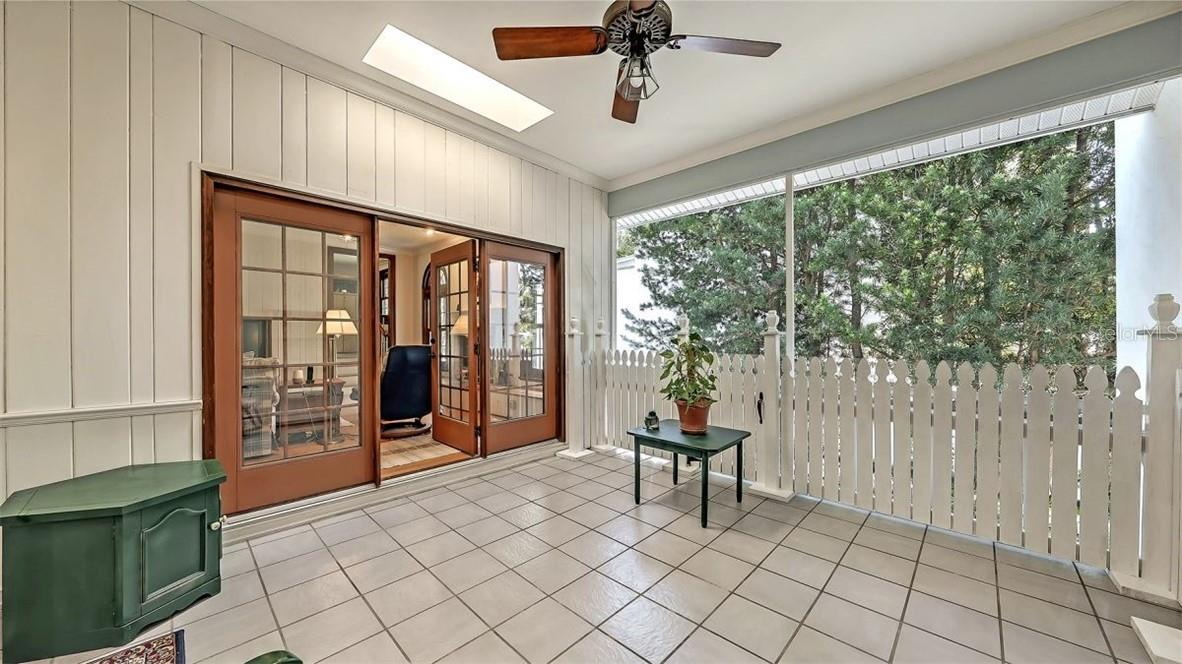 Single Family Home for sale at 437 Cleveland Dr, Sarasota, FL 34236 - MLS Number is A4497923