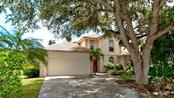 120 Whispering Oaks Ct, Sarasota, FL 34232