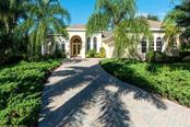 8330 Grosvenor Ct, University Park, FL 34201