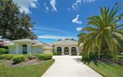 Front - Single Family Home for sale at 462 E Macewen Dr, Osprey, FL 34229 - MLS Number is A4476181