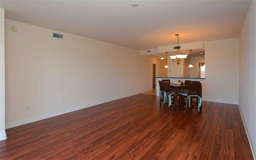 Breakfast Bar/Kitchen/Foyer - Condo for sale at 167 Tampa Ave E #513, Venice, FL 34285 - MLS Number is N5911190