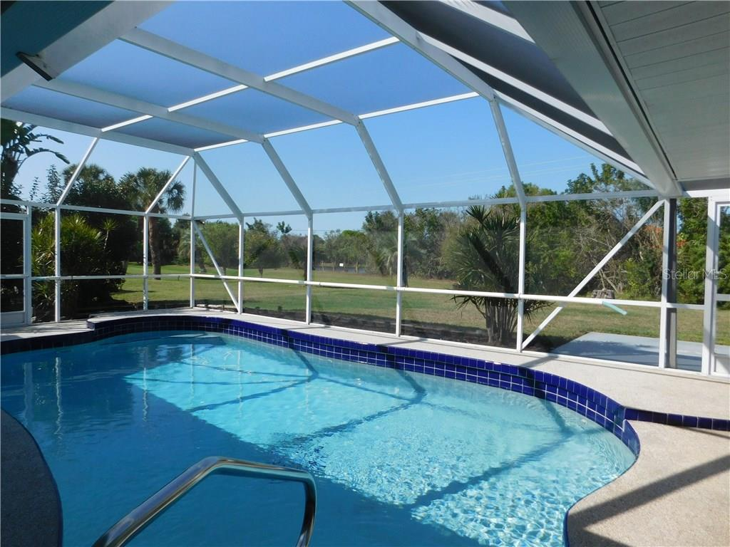 Pool - Single Family Home for sale at 523 Warwick Dr, Venice, FL 34293 - MLS Number is N5912085