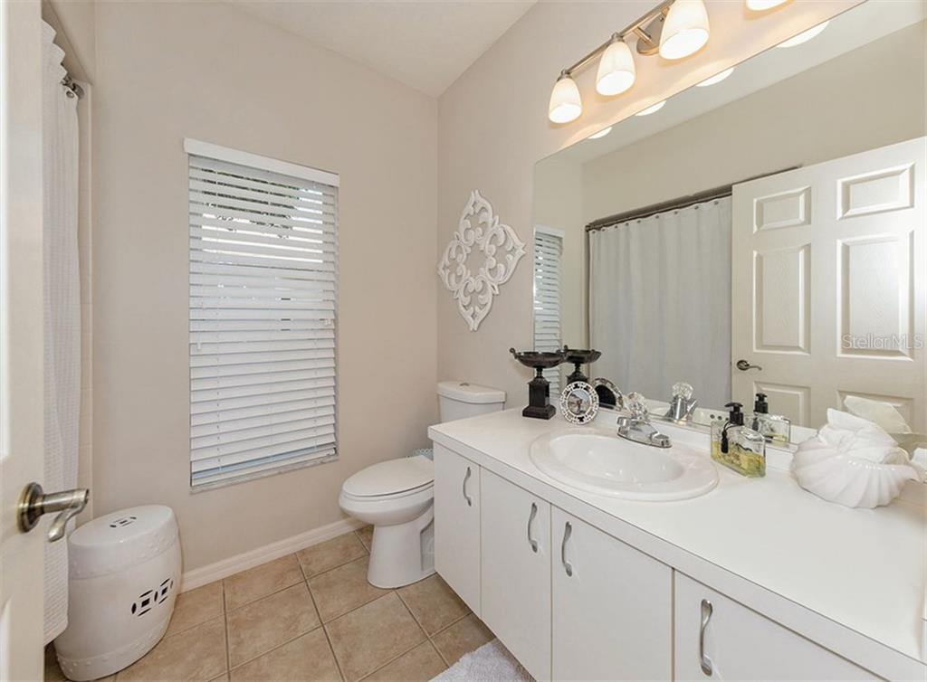 Guest Bath - Single Family Home for sale at 279 Royal Oak Way, Venice, FL 34292 - MLS Number is N5912986