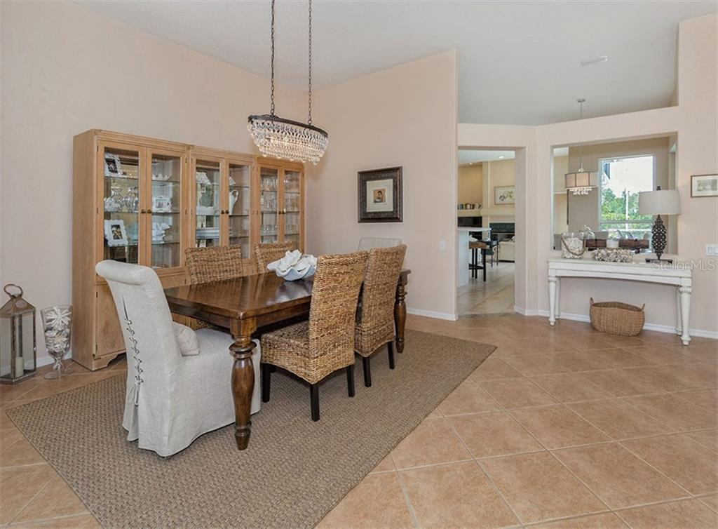 Dining Room - Single Family Home for sale at 279 Royal Oak Way, Venice, FL 34292 - MLS Number is N5912986