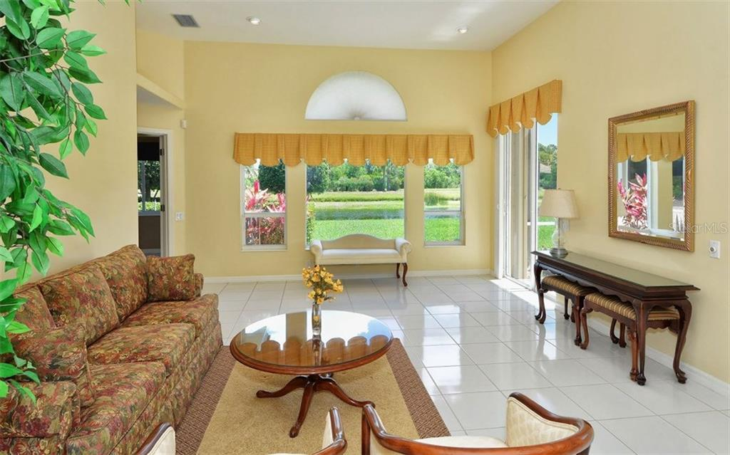 Family Room - Single Family Home for sale at 886 Macaw Cir, Venice, FL 34285 - MLS Number is N5913009