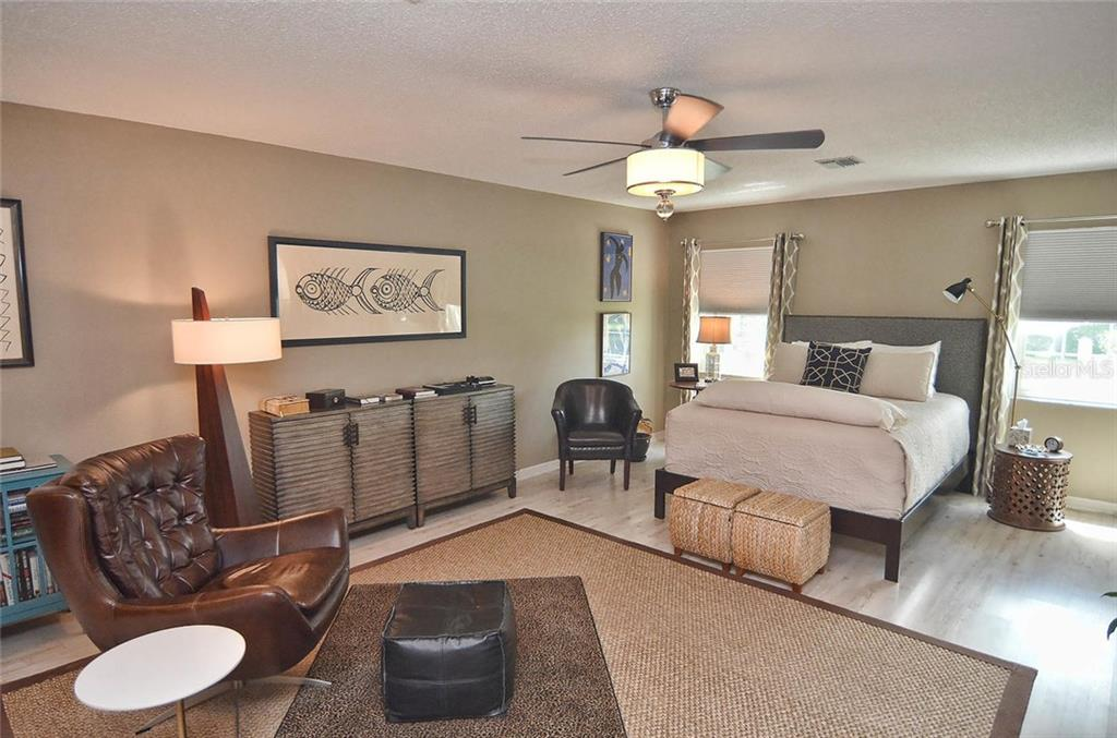 Master bedroom - Single Family Home for sale at 1812 Ashley Dr, Venice, FL 34292 - MLS Number is N5914047