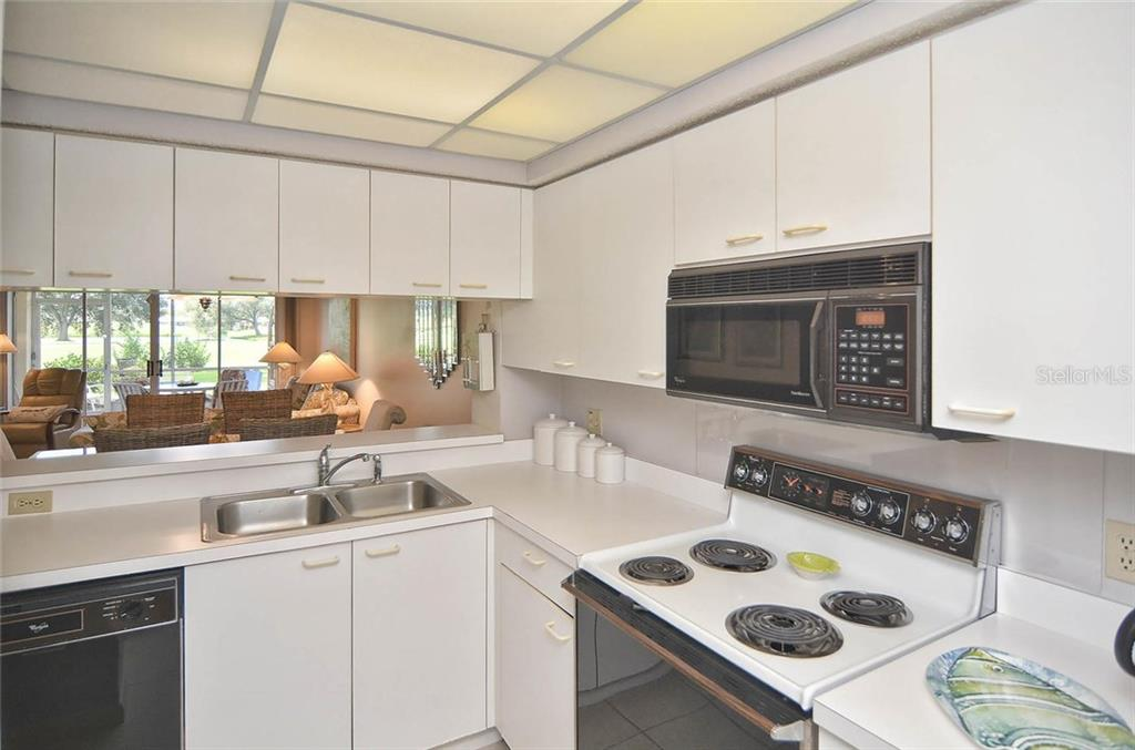 Kitchen - Condo for sale at 811 Wexford Blvd #811, Venice, FL 34293 - MLS Number is N5914092
