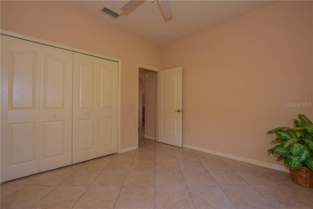 Guest Bedroom - Single Family Home for sale at 525 Warwick Dr, Venice, FL 34293 - MLS Number is N5914473