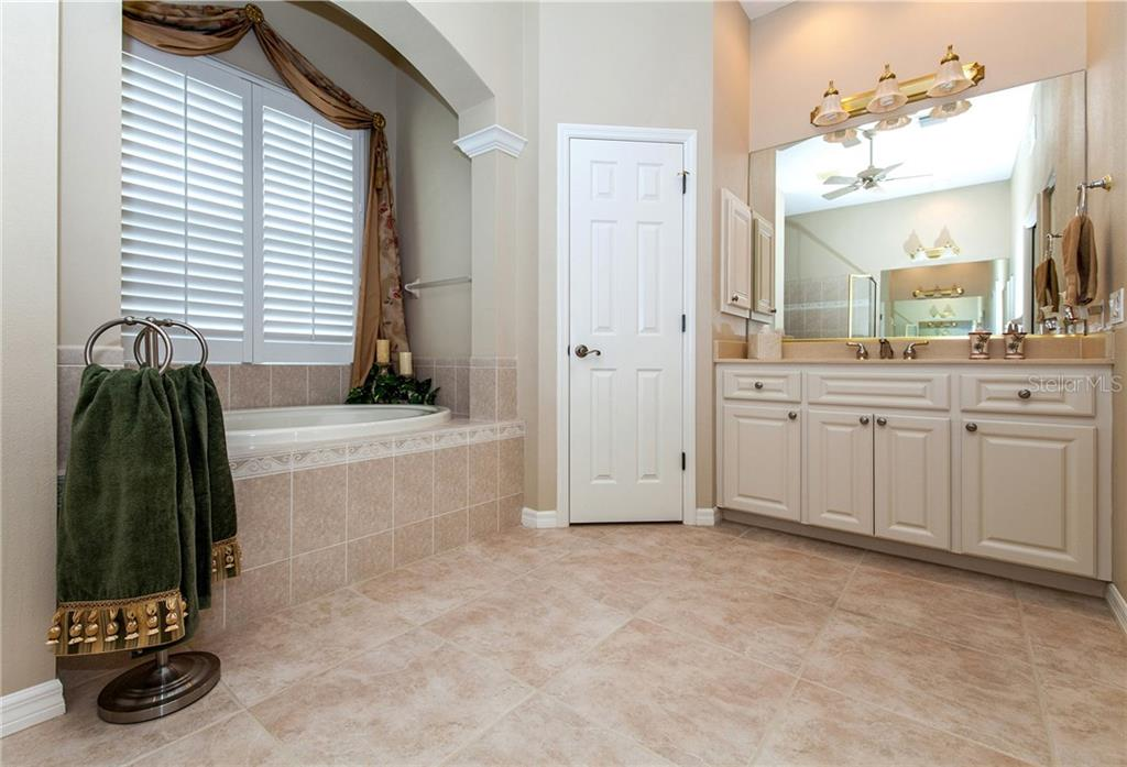 Master Bath Showing 1 of 2 Vanities and Garden Tub - Single Family Home for sale at 366 Turtleback Xing, Venice, FL 34292 - MLS Number is N5914504