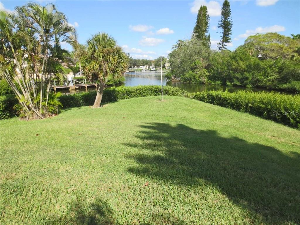 Rear view - Villa for sale at 132 Inlets Blvd #132, Nokomis, FL 34275 - MLS Number is N5914693