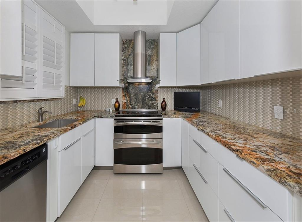 Kitchen - Condo for sale at 3730 Cadbury Cir #420, Venice, FL 34293 - MLS Number is N5916974