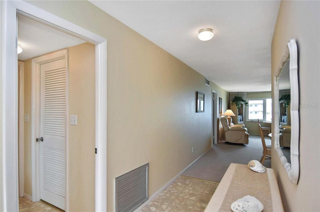 Foyer - Condo for sale at 500 The Esplanade N #402, Venice, FL 34285 - MLS Number is N6100557