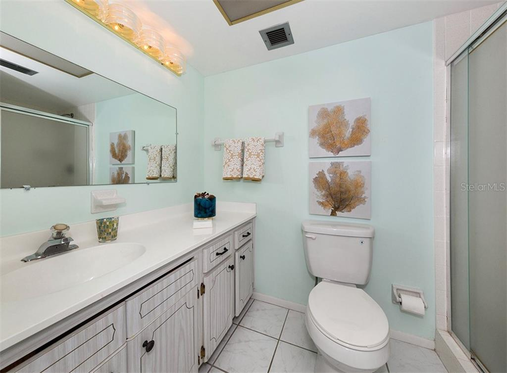 Guest bath. - Condo for sale at 1255 Tarpon Center Dr #606, Venice, FL 34285 - MLS Number is N6100568