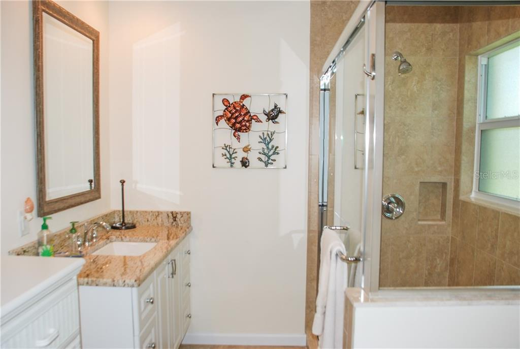 Bathroom - Single Family Home for sale at 920 Inlet Cir, Venice, FL 34285 - MLS Number is N6100937