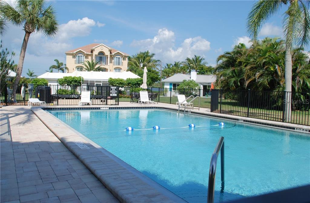 Community pool - Single Family Home for sale at 920 Inlet Cir, Venice, FL 34285 - MLS Number is N6100937