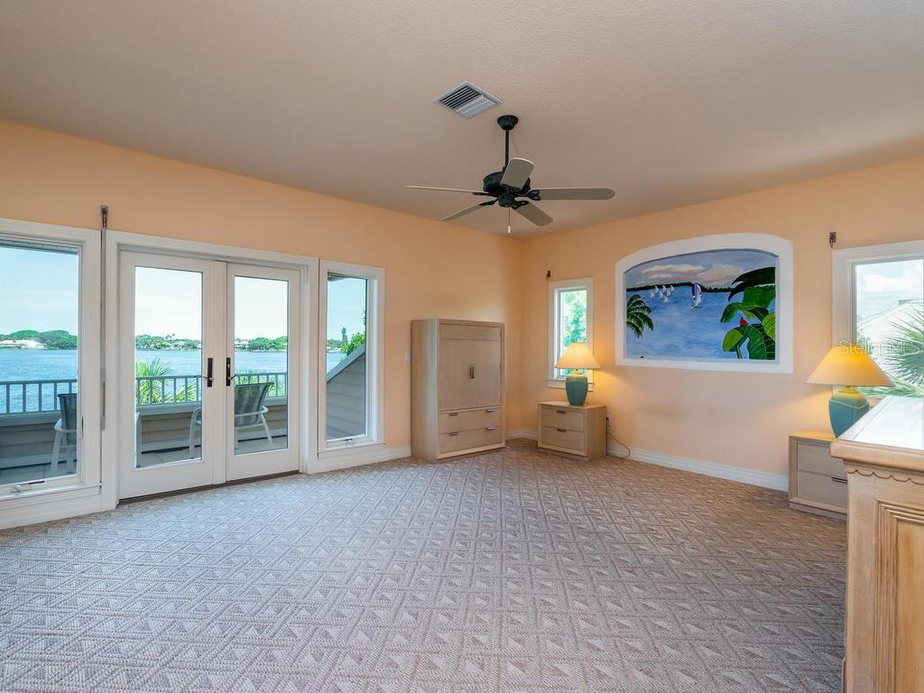 Master bedroom - Single Family Home for sale at 743 Eagle Point Dr, Venice, FL 34285 - MLS Number is N6101092