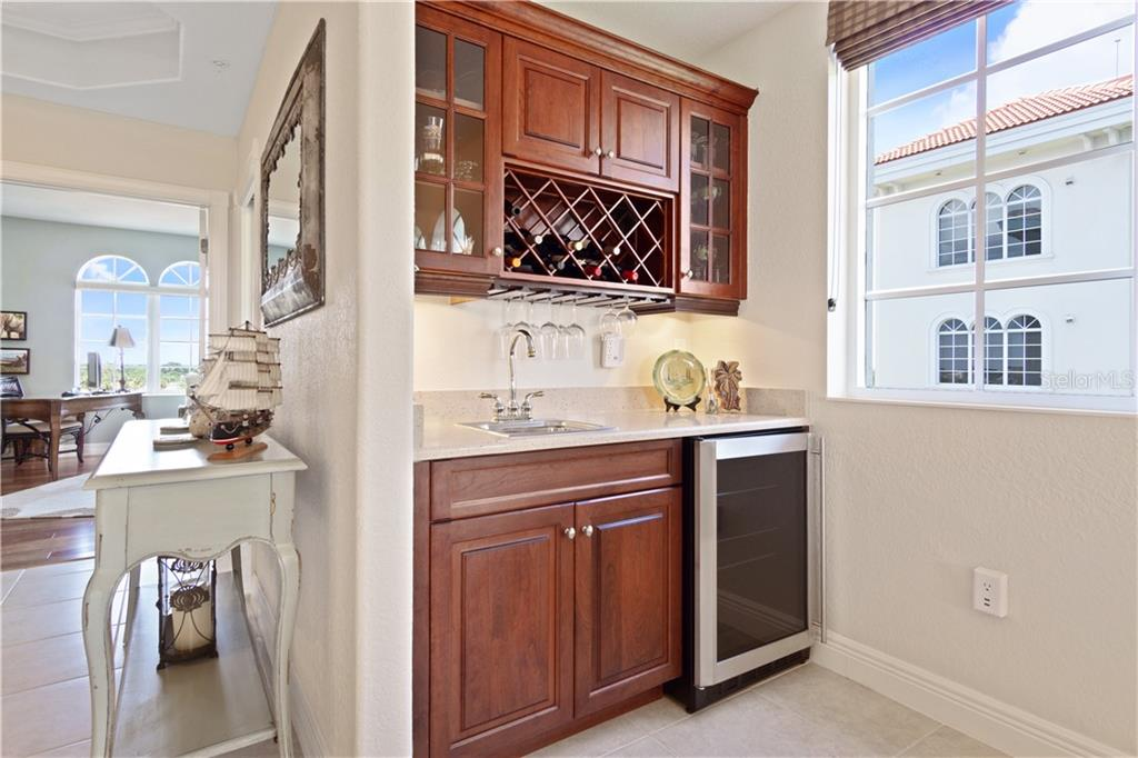 Condo for sale at 167 Tampa Ave E #812, Venice, FL 34285 - MLS Number is N6101108