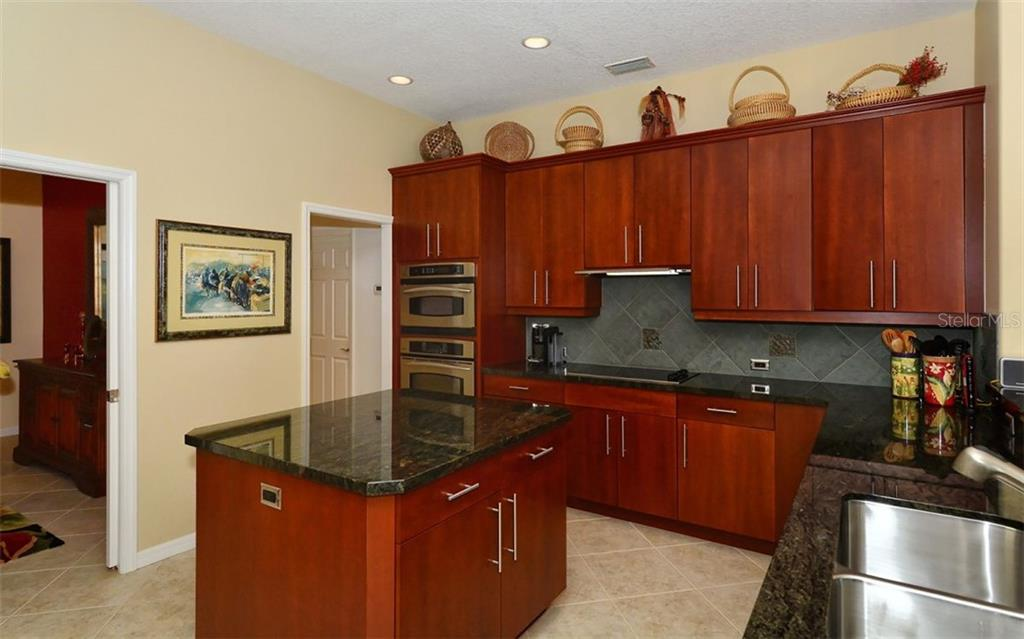 Kitchen - Single Family Home for sale at 913 Chickadee Dr, Venice, FL 34285 - MLS Number is N6101770