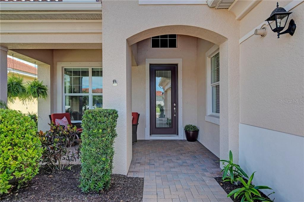 Single Family Home for sale at 305 Savona Way, North Venice, FL 34275 - MLS Number is N6102253