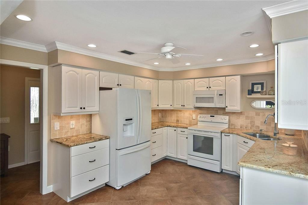 Kitchen - Villa for sale at 719 Brightside Crescent Dr #36, Venice, FL 34293 - MLS Number is N6102753