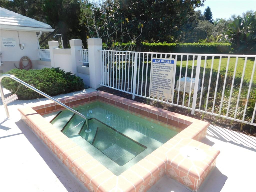 Community Pool - Villa for sale at 626 Crossfield Cir #41, Venice, FL 34293 - MLS Number is N6102799