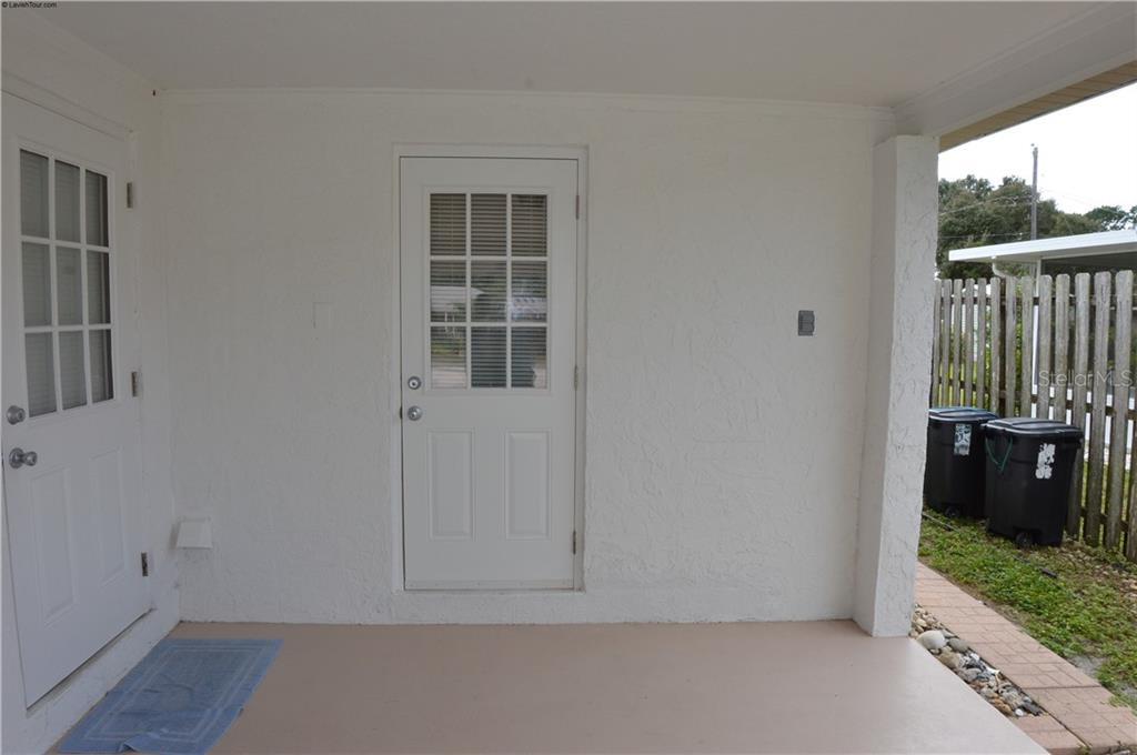 Separate entry to in-law suite which can also be accessed through the main house. - Single Family Home for sale at 609 Armada Rd N, Venice, FL 34285 - MLS Number is N6102952