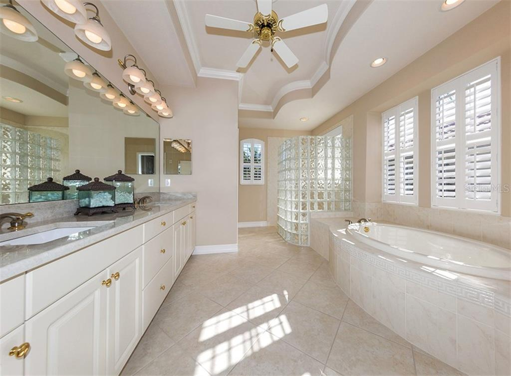 Master bath - Single Family Home for sale at 110 Martellago Dr, North Venice, FL 34275 - MLS Number is N6103159