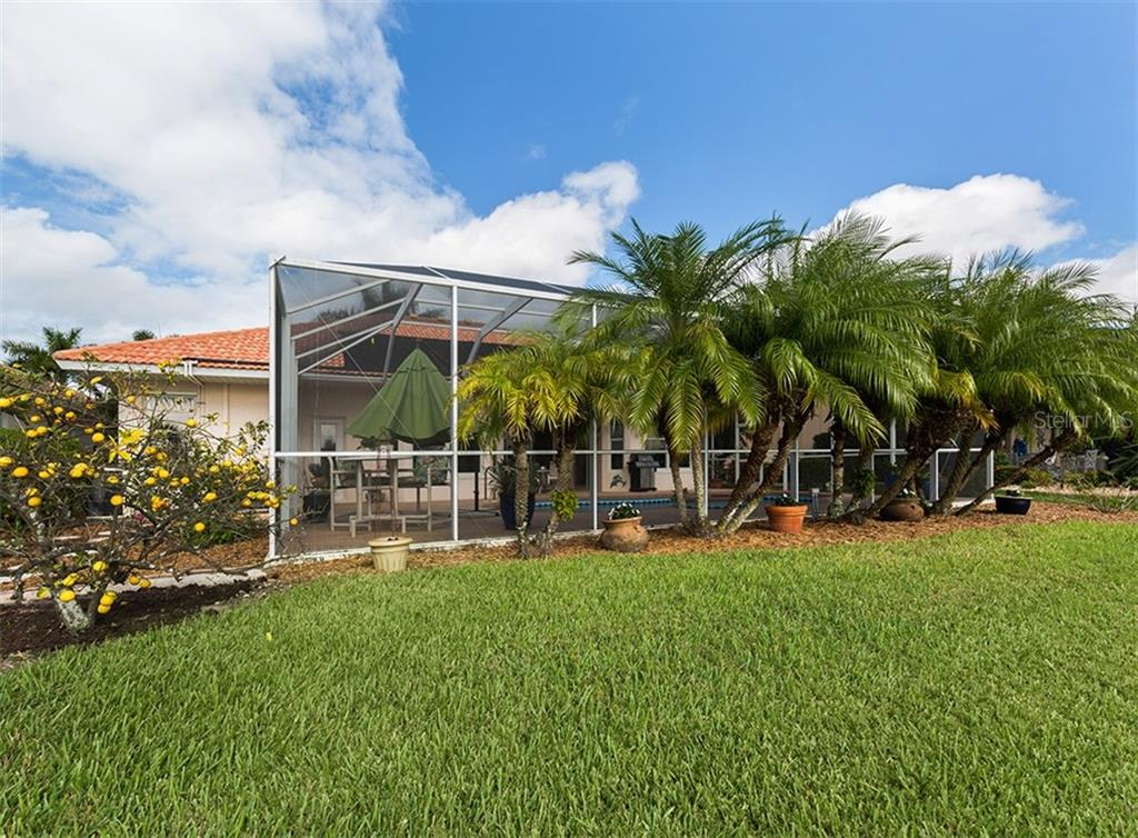 Rear exterior - Single Family Home for sale at 627 Lakescene Dr, Venice, FL 34293 - MLS Number is N6103268