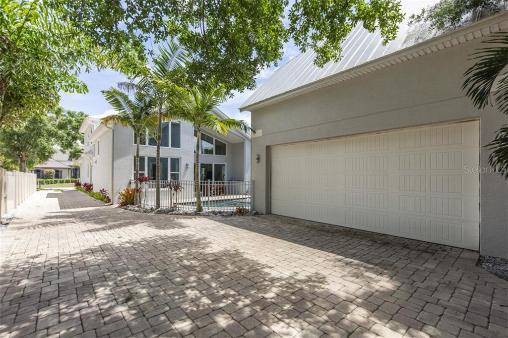 Garage - Single Family Home for sale at 1716 Arlington St, Sarasota, FL 34239 - MLS Number is N6104891