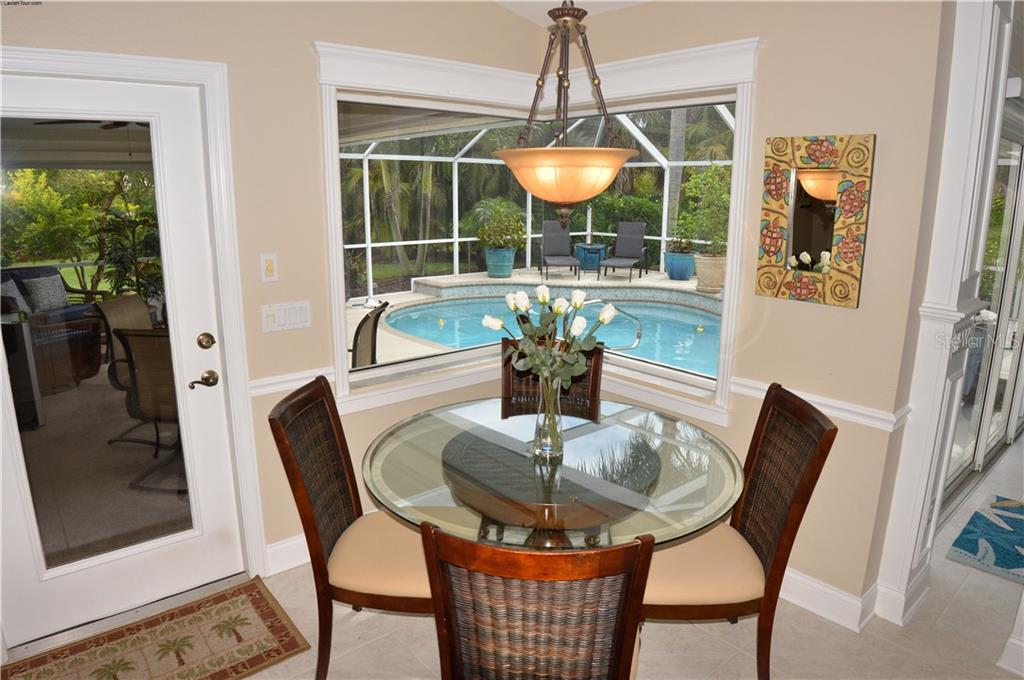 Dinette with door to lanai - Single Family Home for sale at 537 Lake Of The Woods Dr, Venice, FL 34293 - MLS Number is N6106043