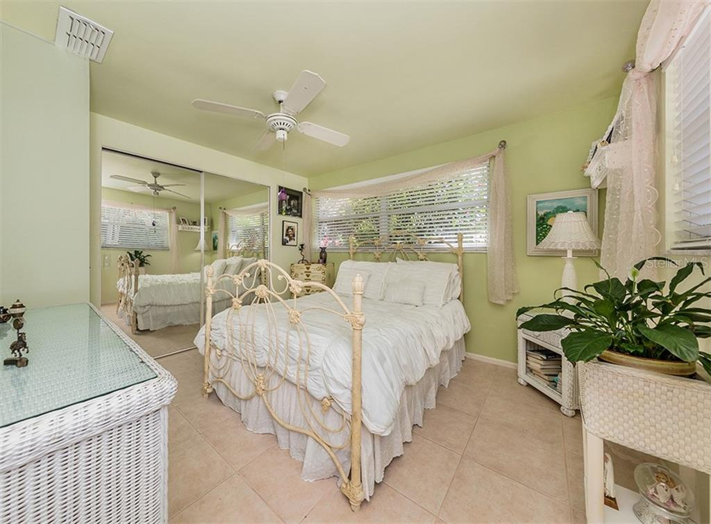 Bedroom 2 - Single Family Home for sale at 429 Beach Park Blvd, Venice, FL 34285 - MLS Number is N6106119