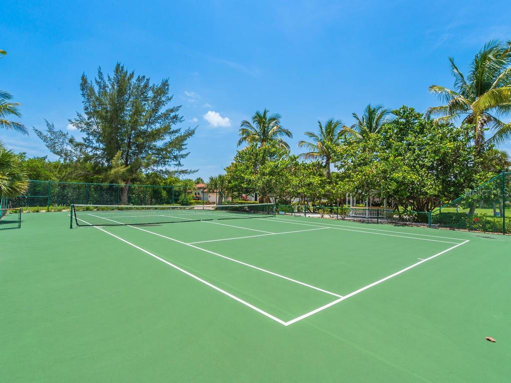 Community Tennis Courts - Single Family Home for sale at 1050 Gulf Winds Way, Nokomis, FL 34275 - MLS Number is N6106314
