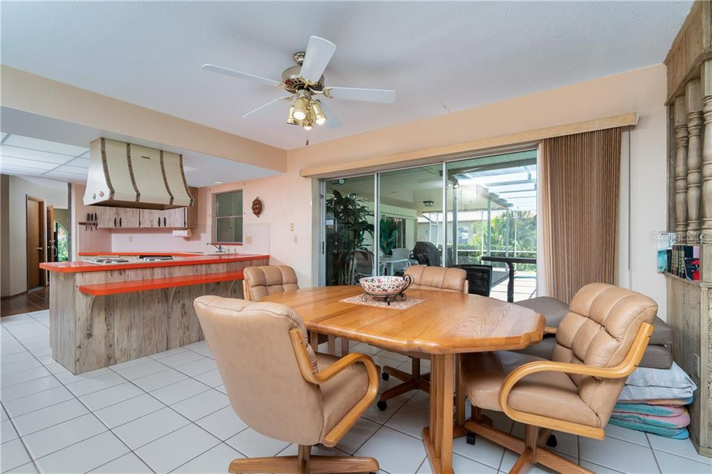 Eat in Kitchen convenient to kitchen with large glass doors opening to pool/deck - Single Family Home for sale at 359 Renoir Dr, Osprey, FL 34229 - MLS Number is N6106429