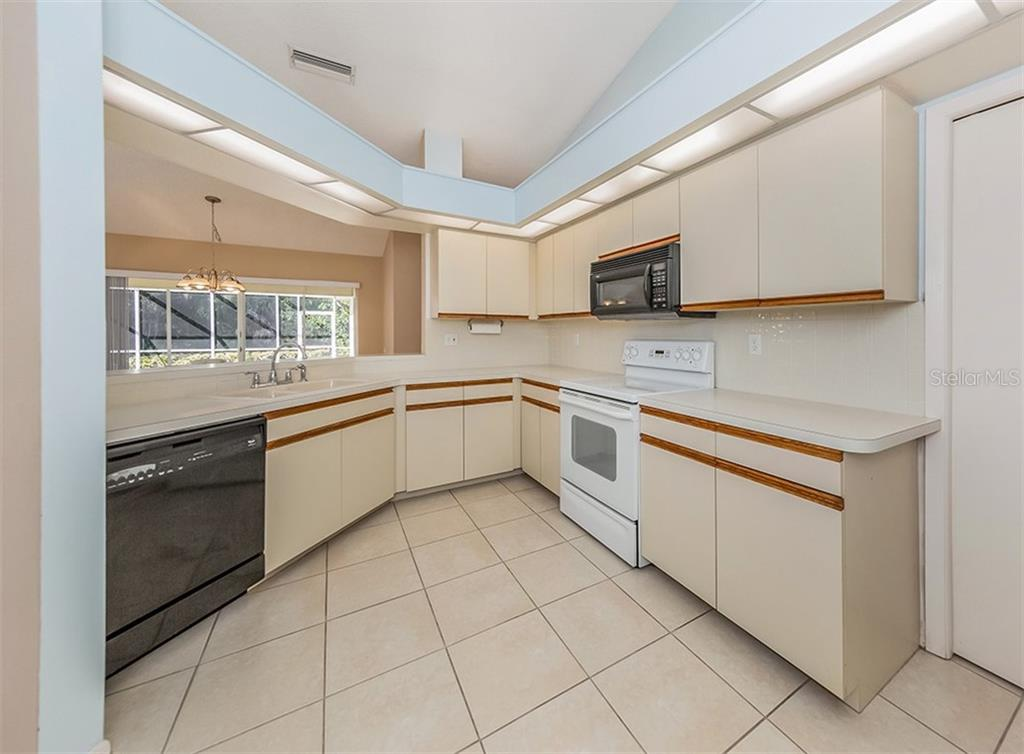 Kitchen - Single Family Home for sale at 4822 Limetree Ln, Venice, FL 34293 - MLS Number is N6106780
