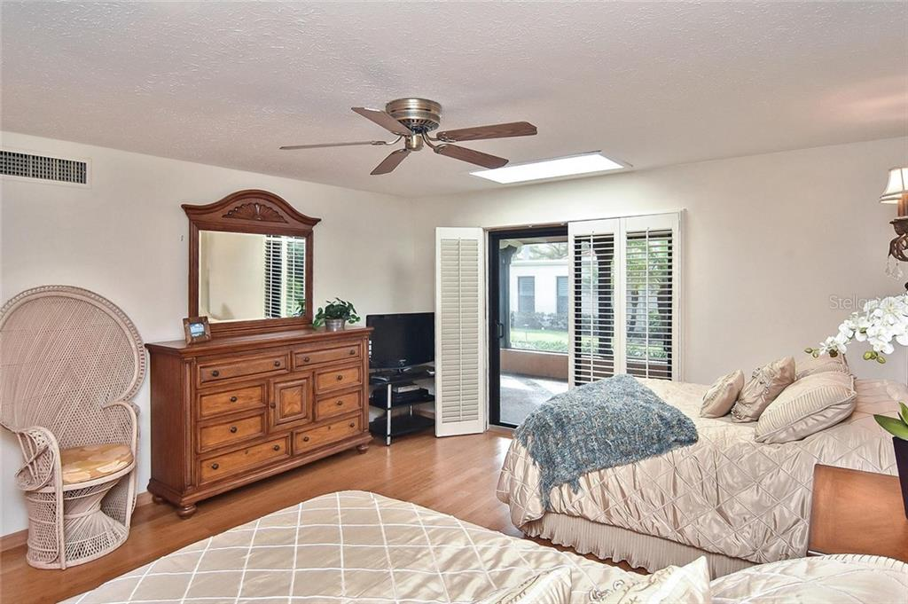 Master bedroom - Condo for sale at 718 Golden Beach Blvd #3, Venice, FL 34285 - MLS Number is N6107011