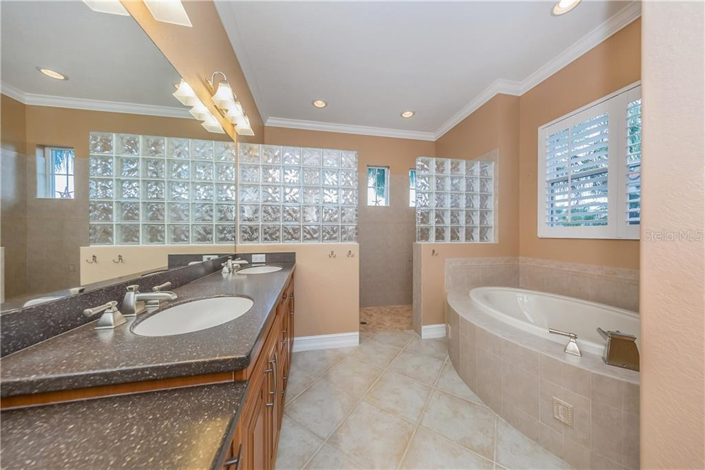 Master Bath - Single Family Home for sale at 262 Pesaro Dr, North Venice, FL 34275 - MLS Number is N6107589