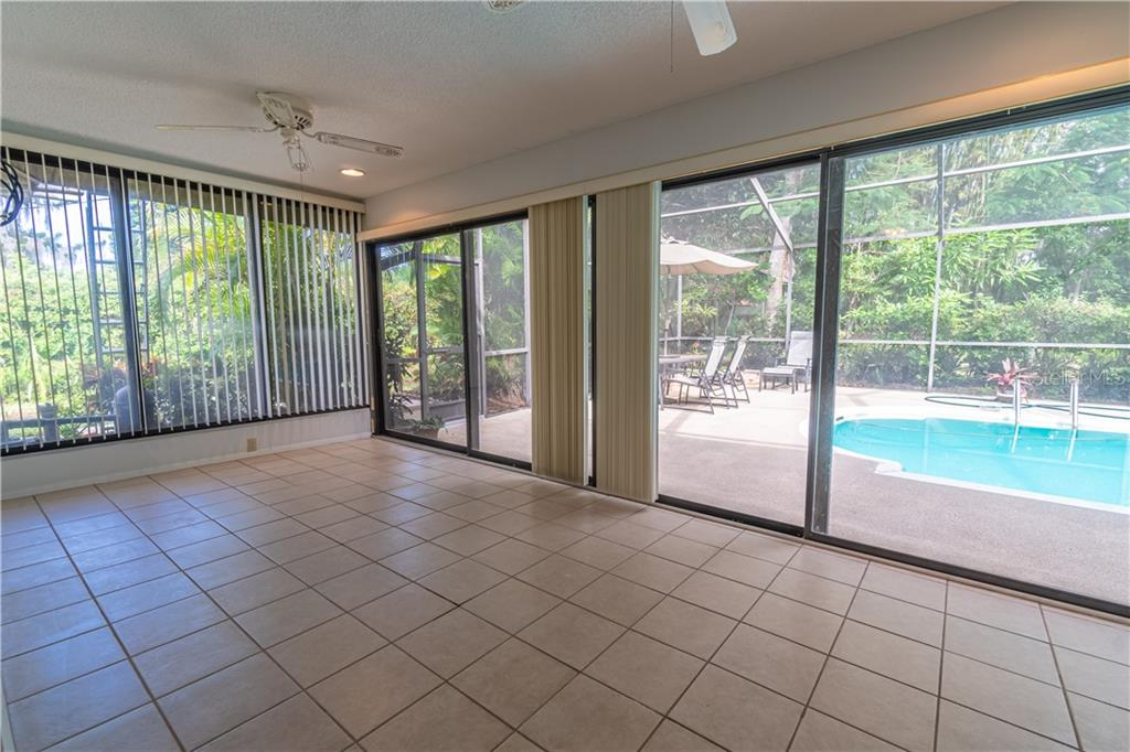 Florida Room with sliders out to the pool - Single Family Home for sale at 3111 Argyle Rd, Venice, FL 34293 - MLS Number is N6108140