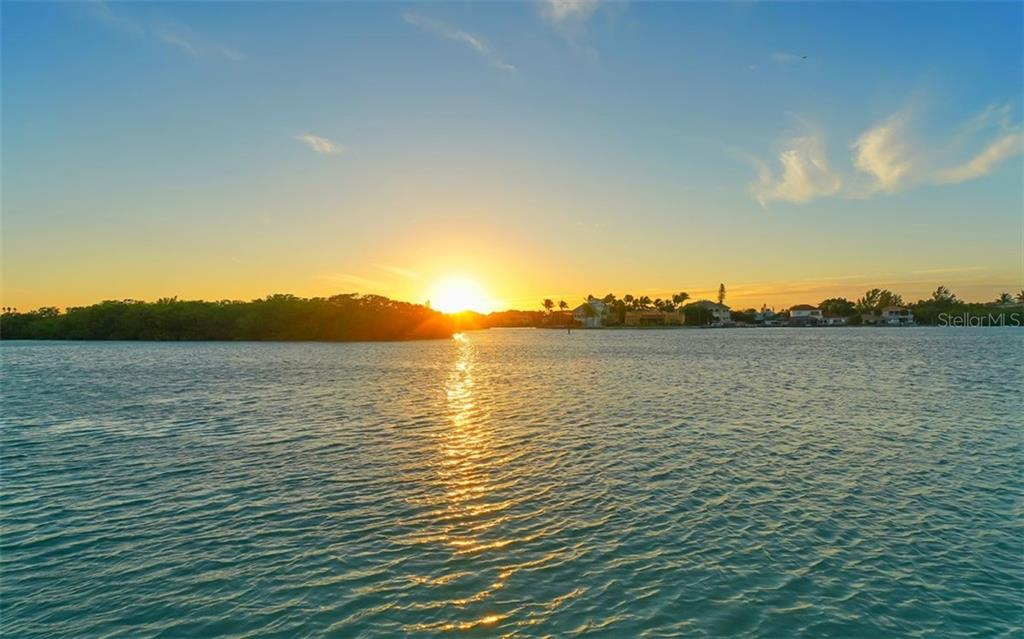 Sunset overlooking the ICS and Casey Key - Single Family Home for sale at 925 Bayshore Rd, Nokomis, FL 34275 - MLS Number is N6108586