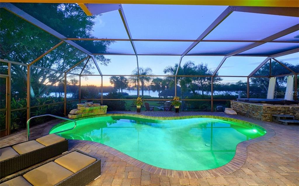Pool, lanai, hot tub - Single Family Home for sale at 925 Bayshore Rd, Nokomis, FL 34275 - MLS Number is N6108586